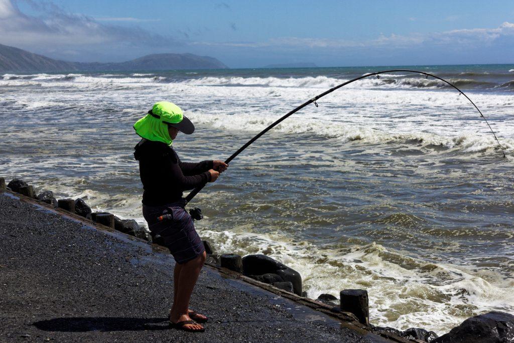 Pêcheur la Wapiti Coast en Nouvelle-zélande