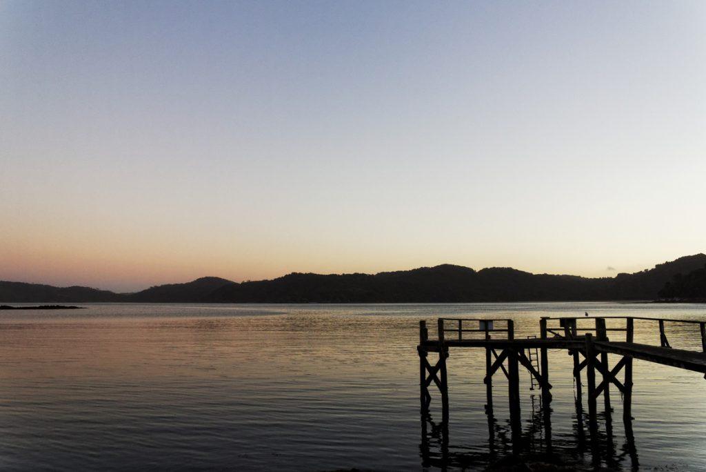 Coucher de soleil sur Stewart Island, nouvelle-zélande