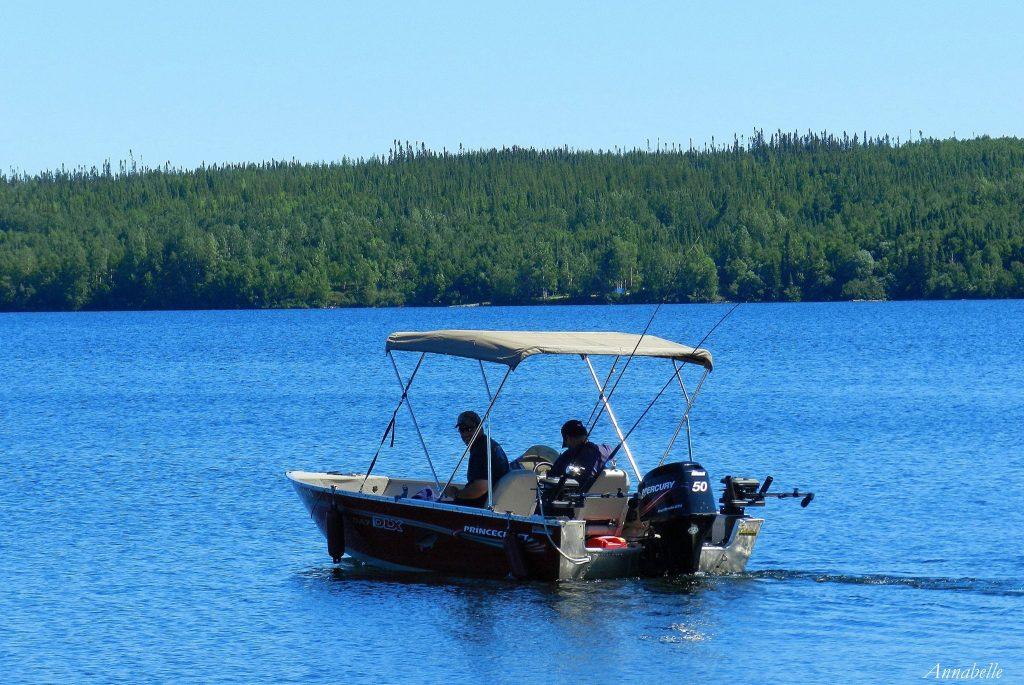 Bateau sur Le lac Waconichi