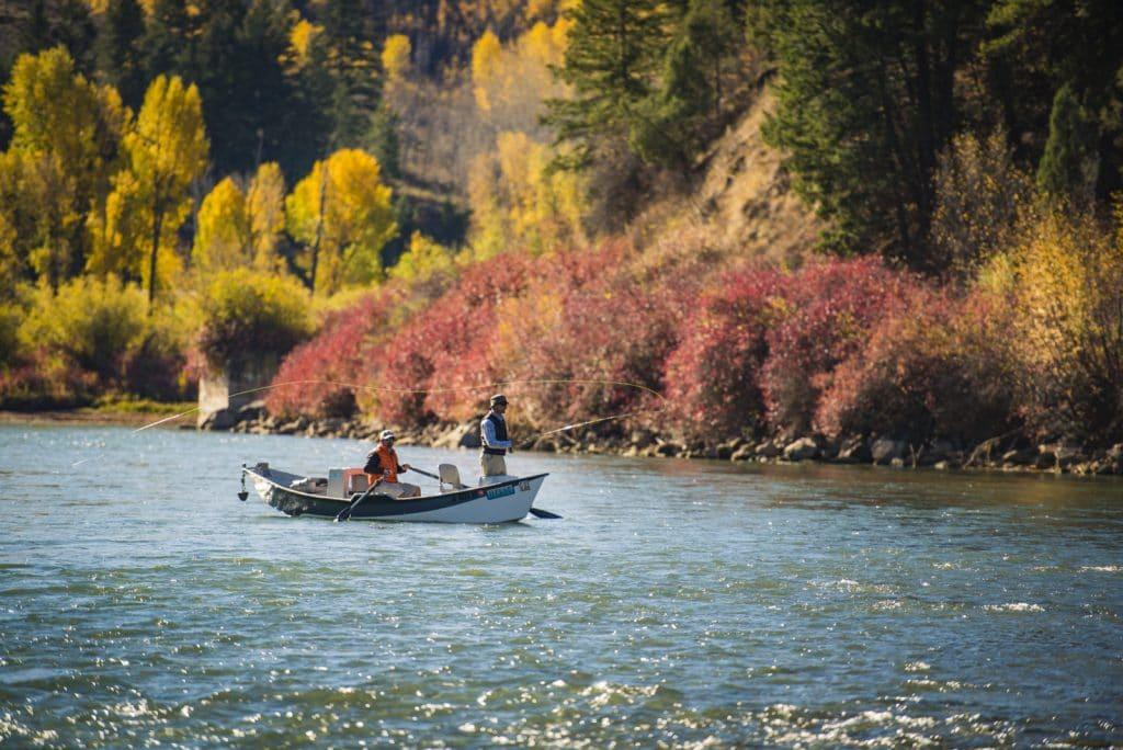 Pêcheurs sur un bateau, South Fork of the Snake River près de Swan Valley dans l'Idaho
