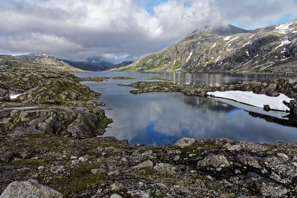 les montagnes de l'île d'Hinnøya Norvège