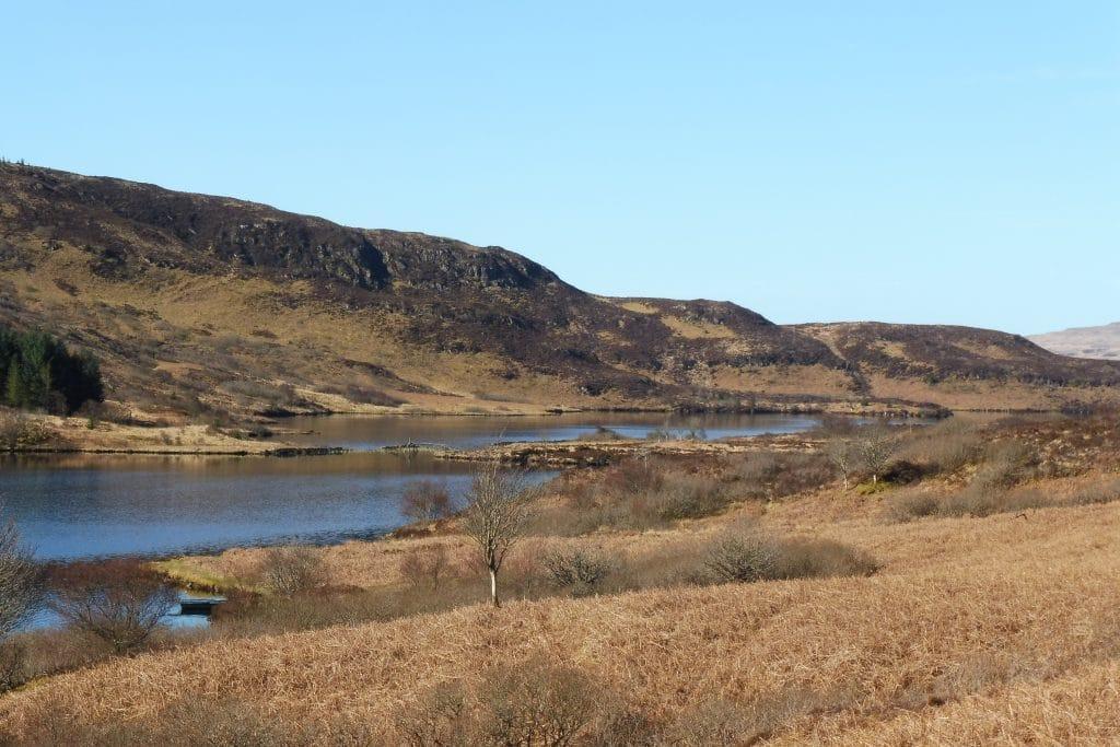 Vue des 3 Loch Mishnish en enfilade