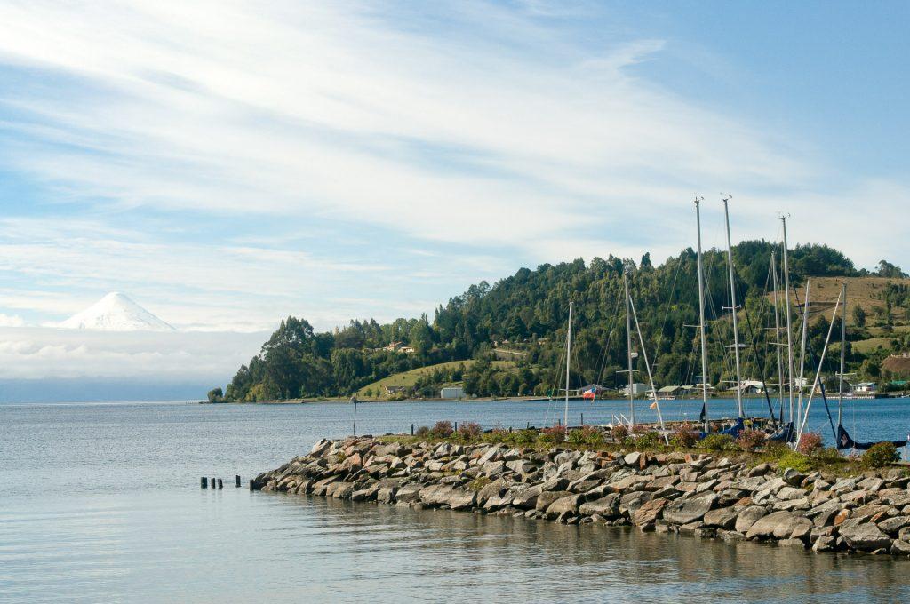 Lac et bateau - chili