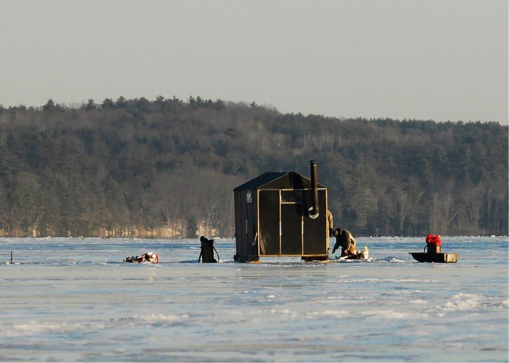 Pêche sur glace dans le Maine