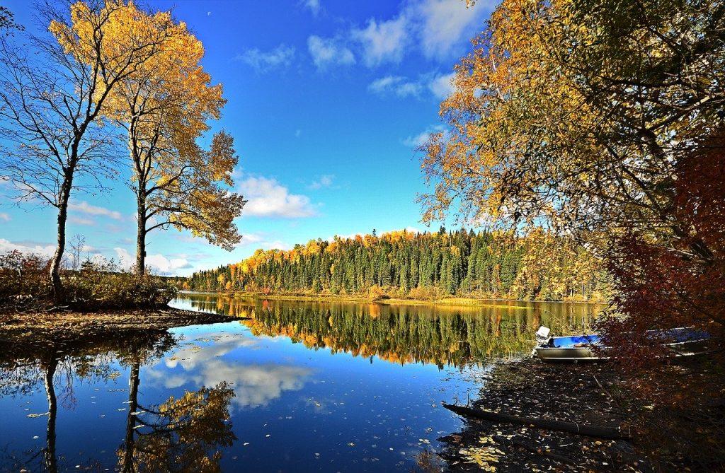 Pêcher sur un lac au Québec