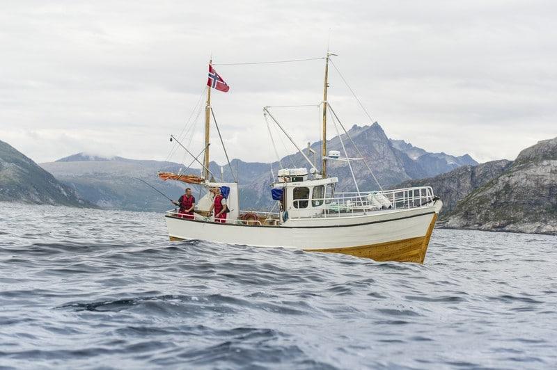 Pêche en mer vers Tromsø, depuis un bateau