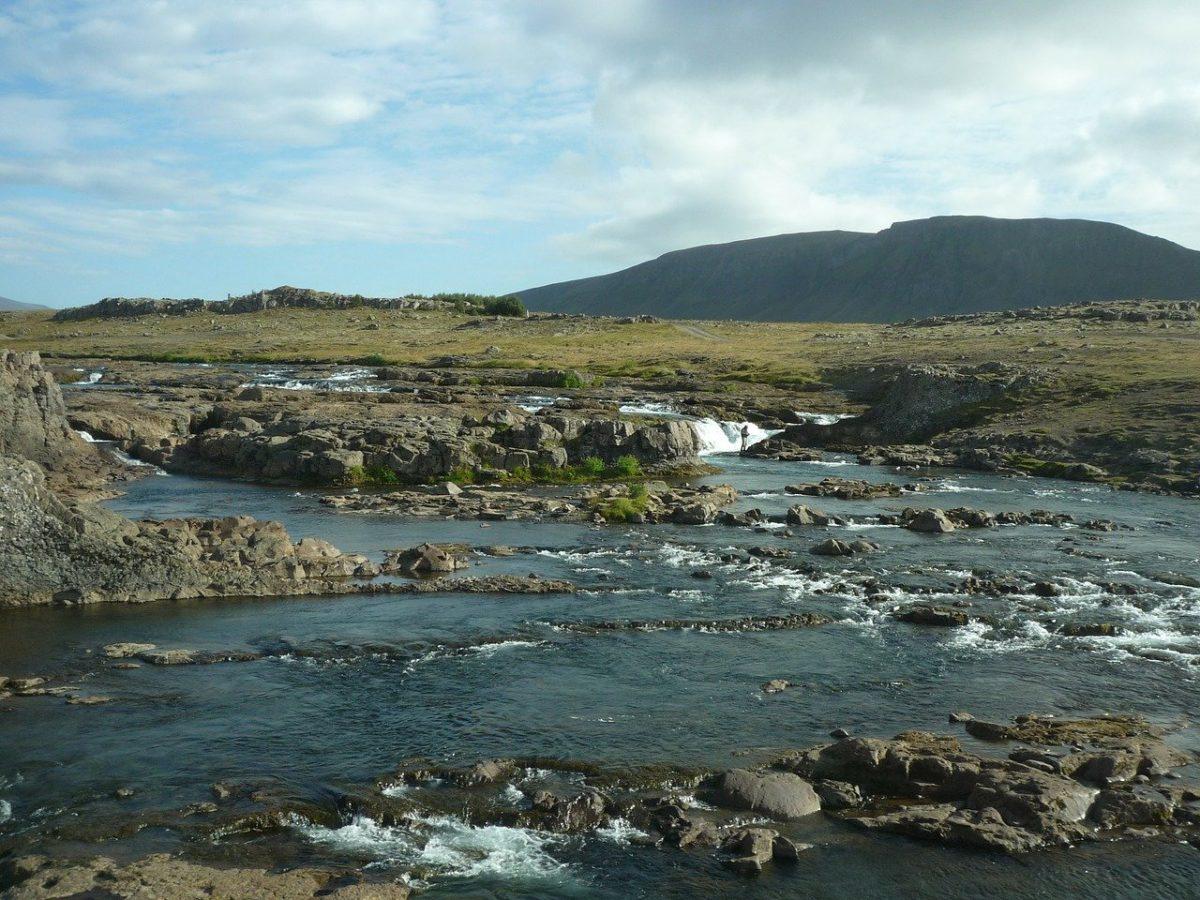 Pêcher en Islande sur une rivière sauvage dans un cadre préservé