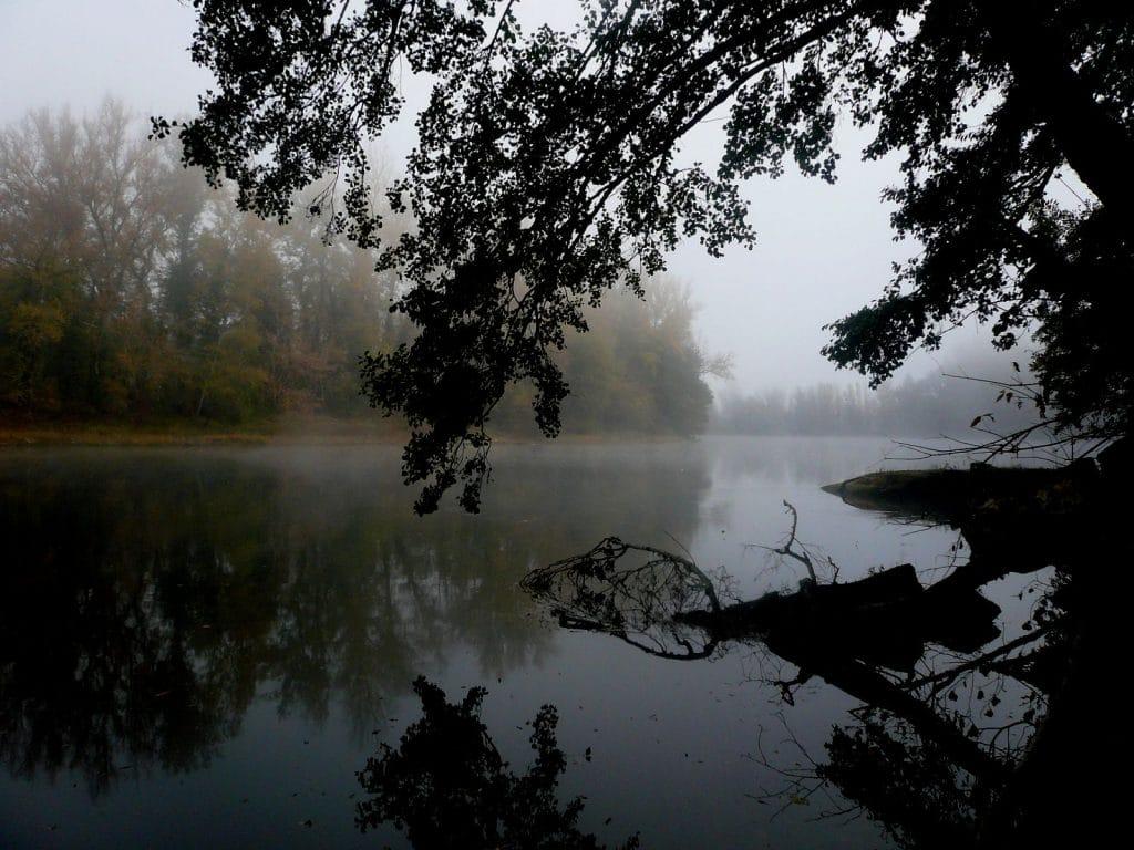 La Dordogne dans la brume du matin