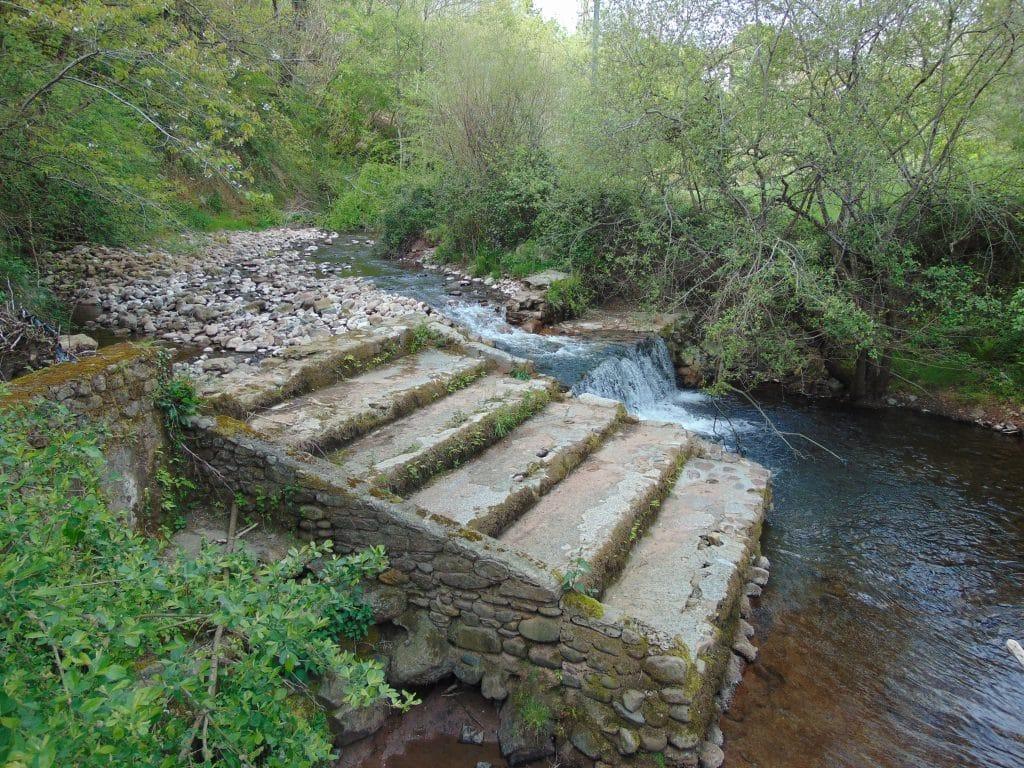 Seuil sur le ruisseau d'Urdo