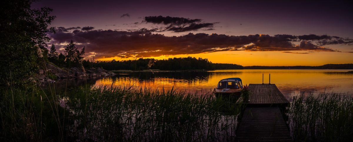 La pêche en Suède, sous un coucher de soleil