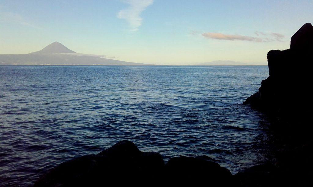 Sunset sur l'île de Pico vu depuis Sao Jorge (Açores)