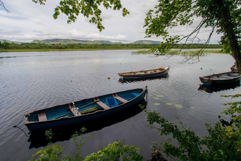 Pêcher en Irlande sur un lac dans le comté de Sligo