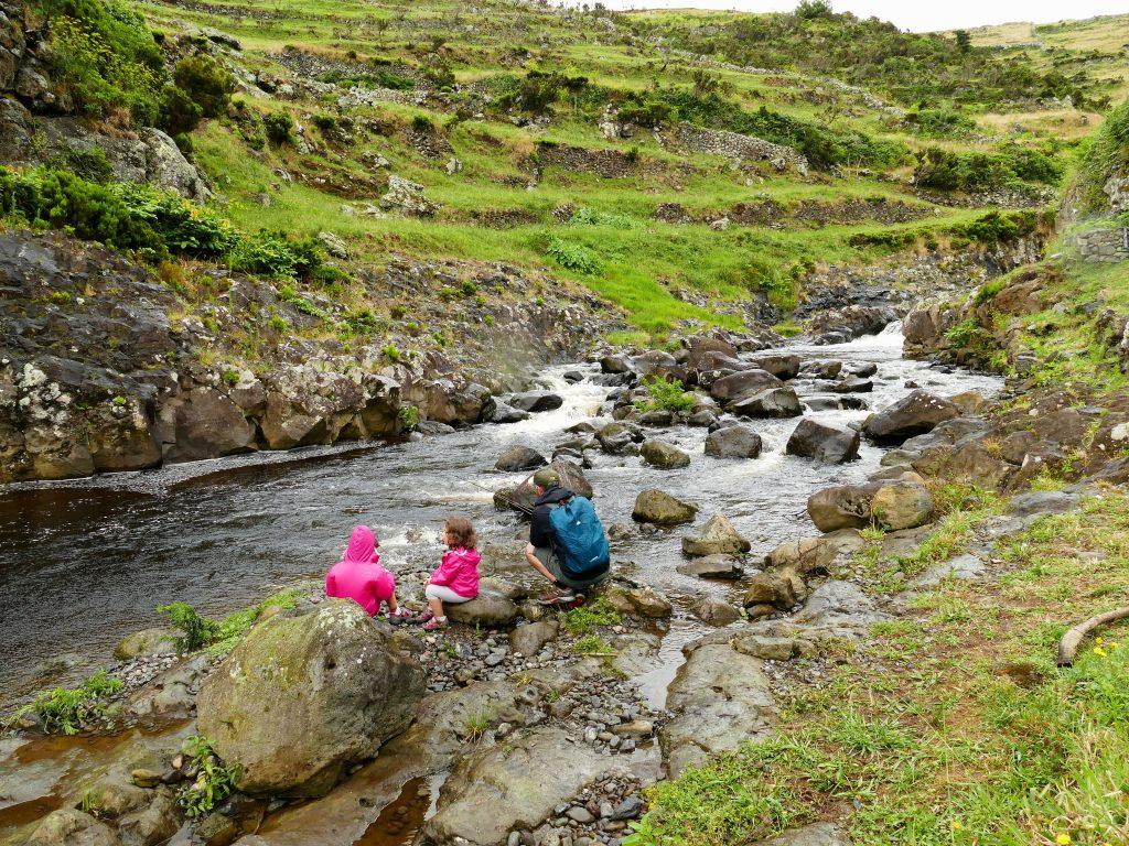 Pêcheur sur Flores (Açores) avec deux enfants