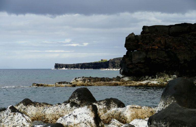 Côte noire de Pico depuis Arcos (Açores)
