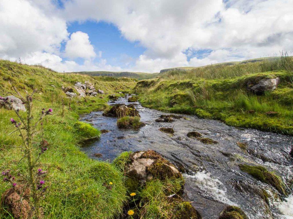 Pêche en Irlande sur une rivière dans le comté de Sligo