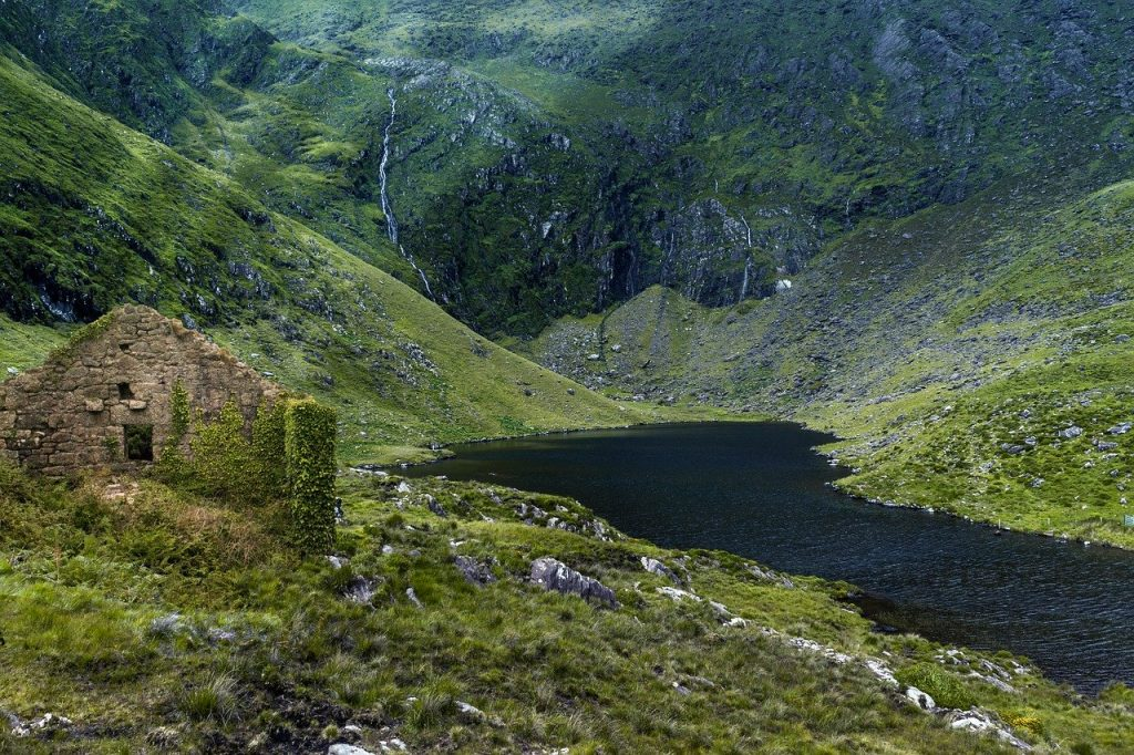 Pêche sur un petit lac en Irlande