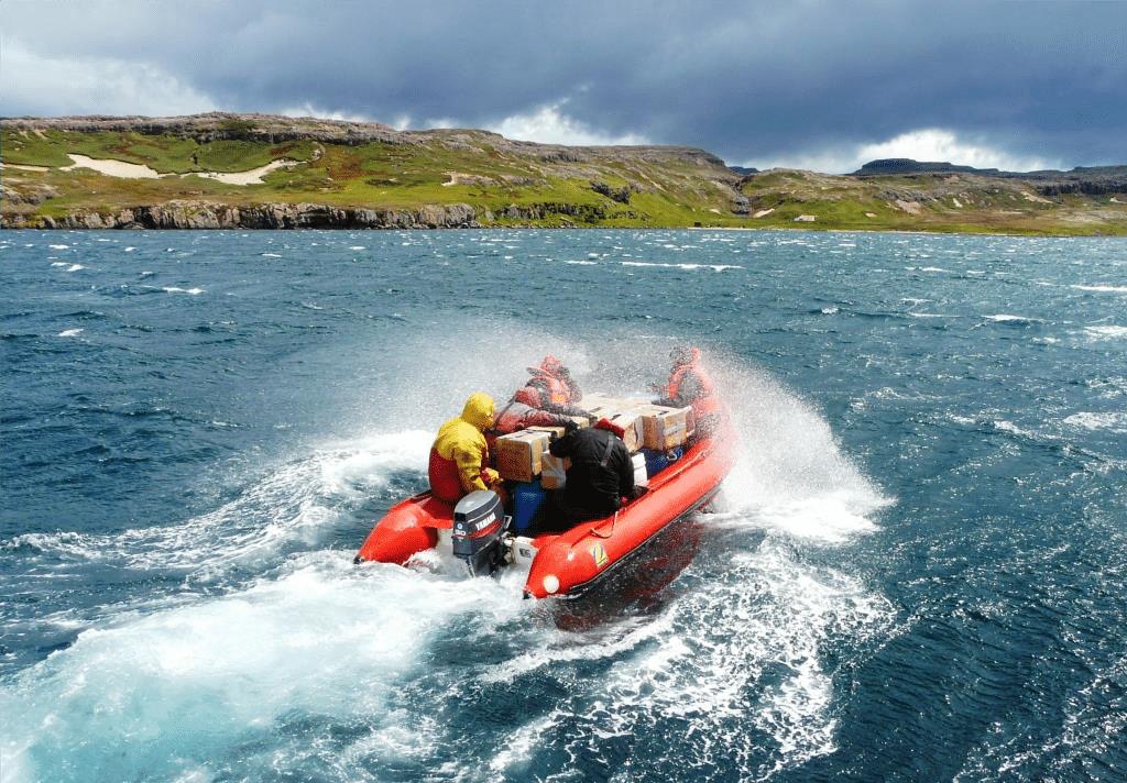 équipes scientifiques en bateau - îles Kerguelen