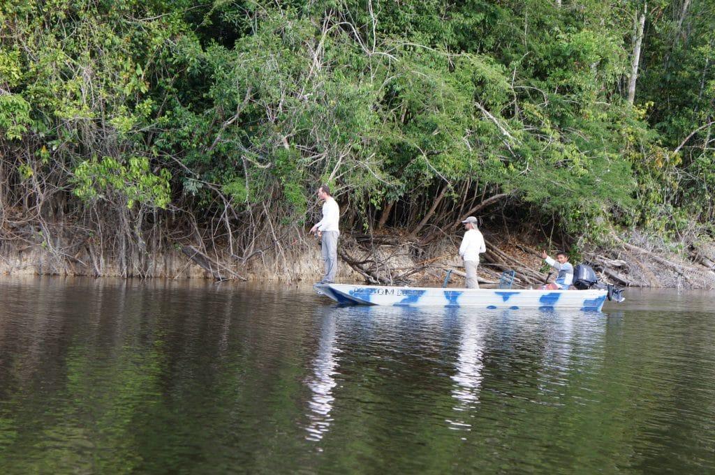 pêcheurs en action sur le bass boat