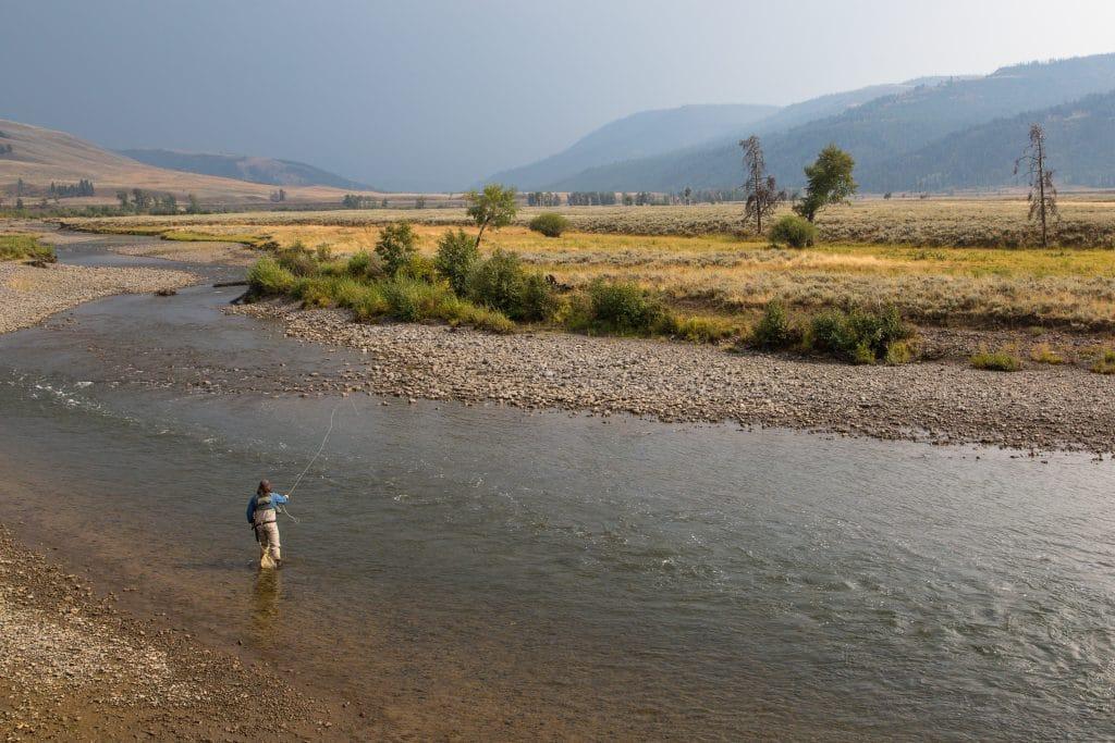 Pêcheur à la mouche sur la rivière Lamar
