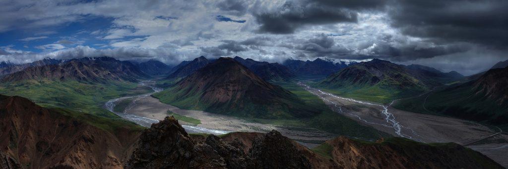 Panorama de la riviere Toklat en Alaska
