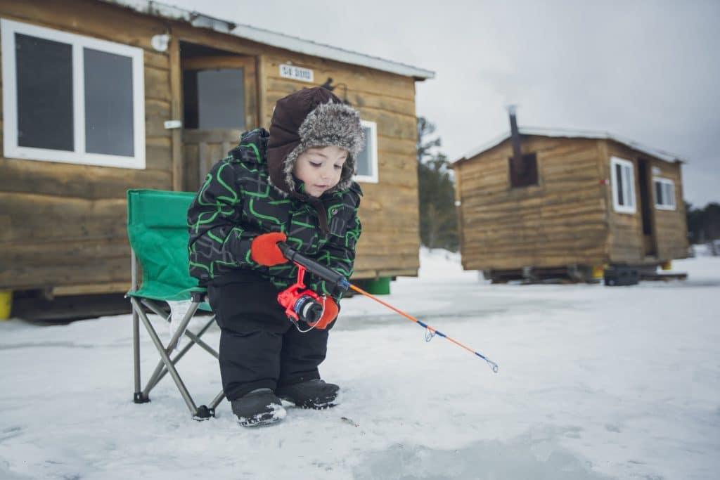 Pêche sur glace au Canada dans l'Ontario