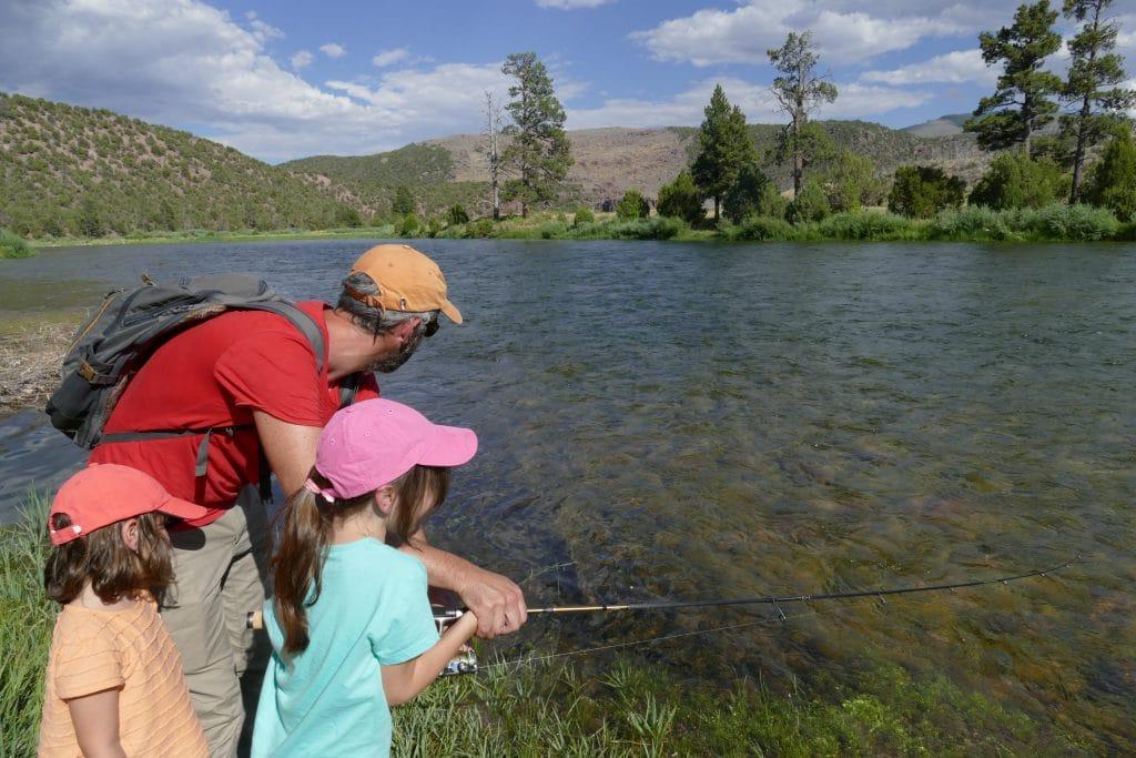 Pêche en famille sur la Green river, à Little Hole