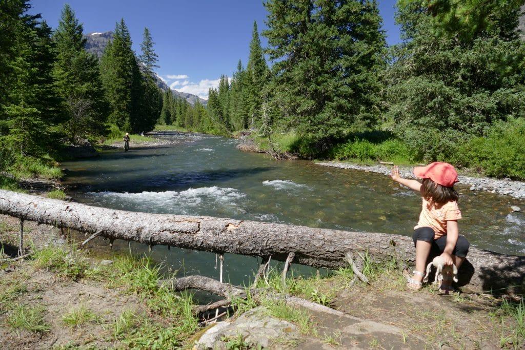 Pêche en famille sur la Soda Butte Creek