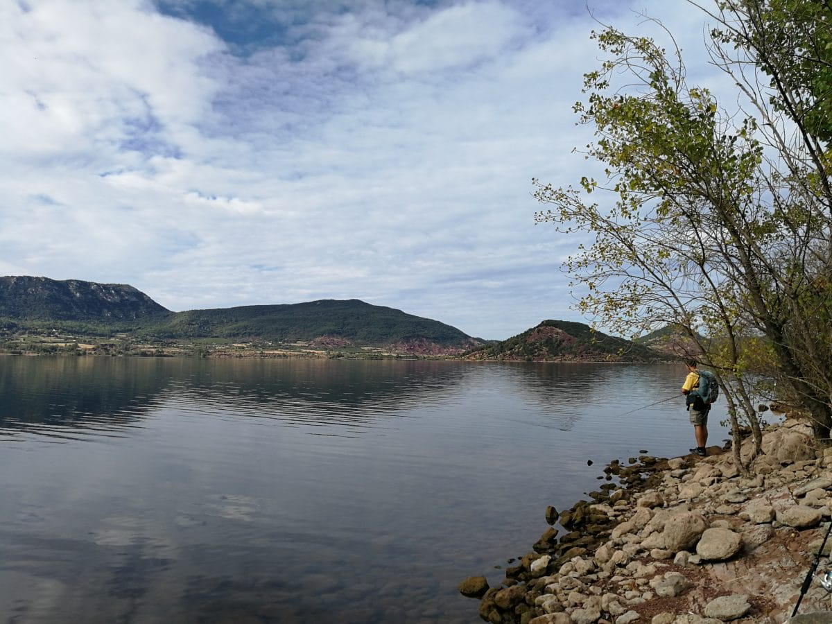 Pêche sur le lac du Salagou