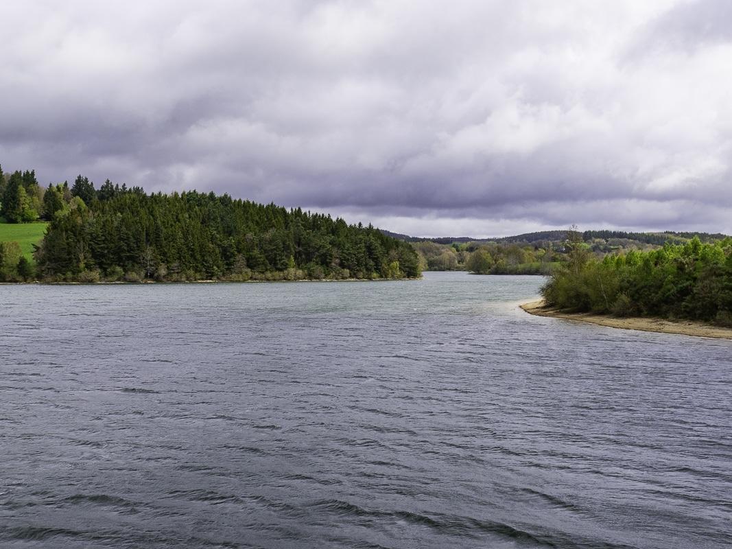 Pêche du carnassier sur le lac de Pareloup