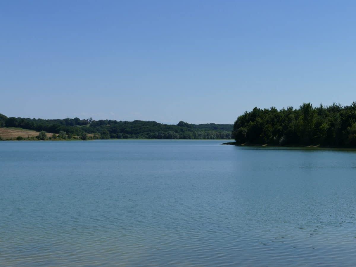 Pêche dans le Gers sur le lac de Candau